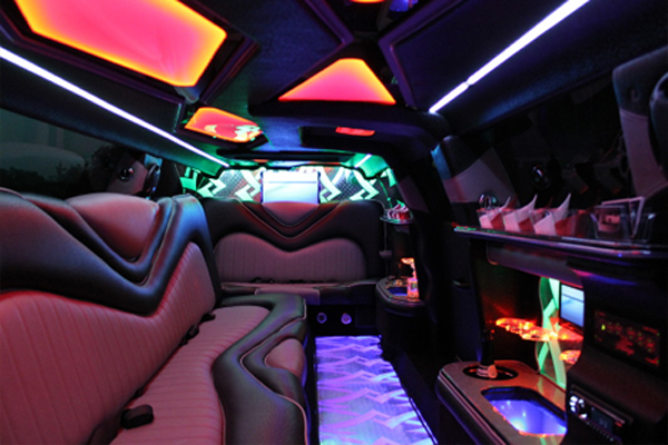 8 Person Chrysler 300 Limo Rental Salem