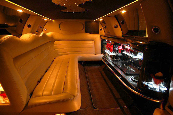 8 Person Lincoln Limo Service Salem
