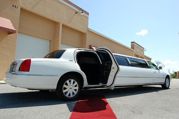 8 Person Lincoln Stretch Limo Salem